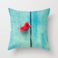 Papoula Throw Pillow