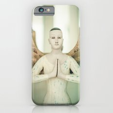 Doll put the palms of the hands together in salut Slim Case iPhone 6s