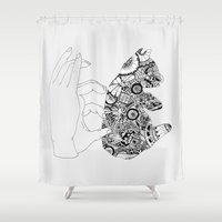 Y En La Oscuridad Tambi�… Shower Curtain