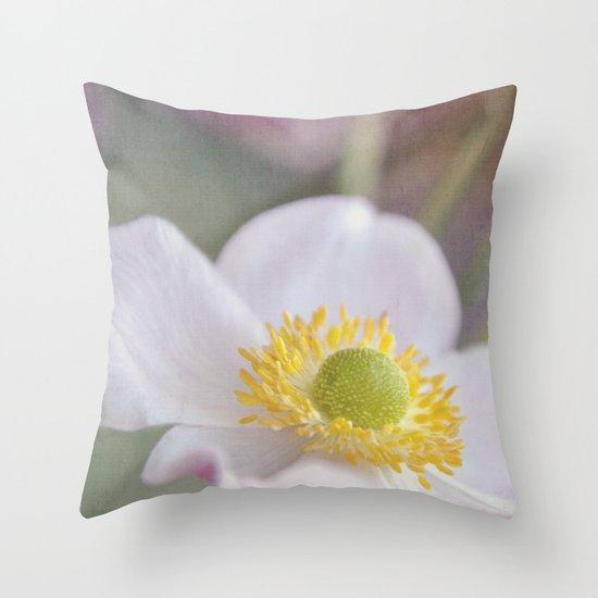 Anemone love I Throw Pillow
