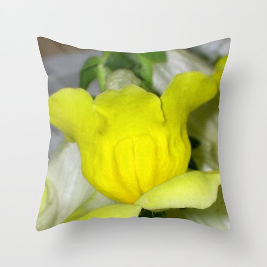 flora VI Throw Pillow