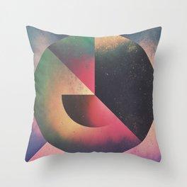 Throw Pillow - 1rwwwnd - Spires