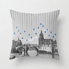 La lluvia en Bilbao es una pura maravilla Throw Pillow
