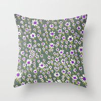 DAISY PATTERN Throw Pillow