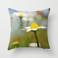 Daisy Throw Pillow