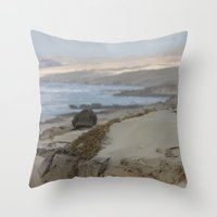 Area Protegida Throw Pillow