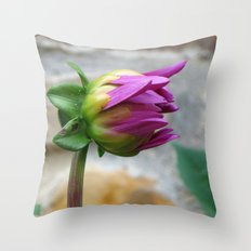 flor Throw Pillow