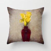 Daffodil Still Throw Pillow