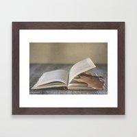Libro y otoño.  Framed Art Print