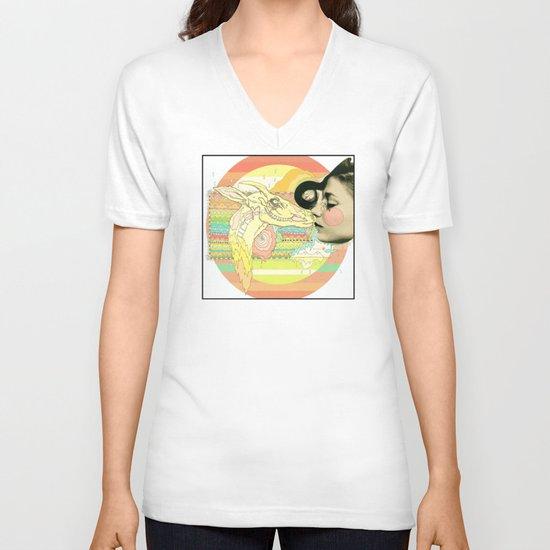 luv el chivo, la cabra  V-neck T-shirt