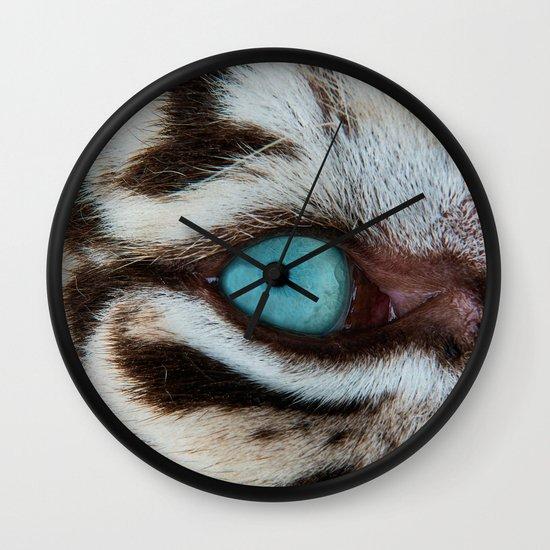 WHITE TIGER BEAUTY Wall Clock