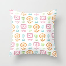 retro flowers Throw Pillow