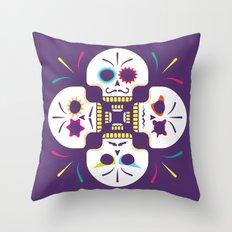 Floración Muerte Throw Pillow