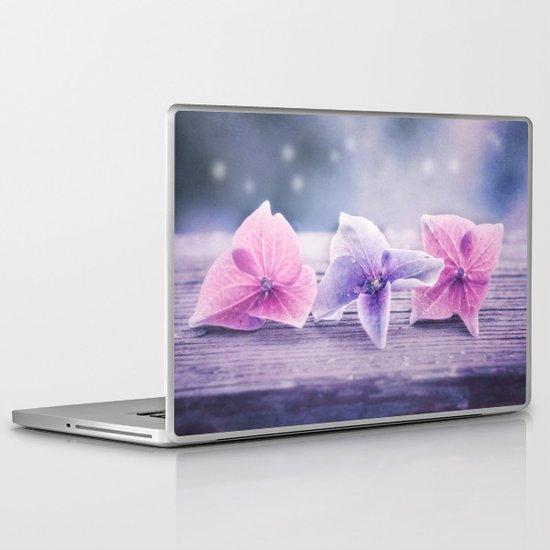 MÉNAGE À TROIS Laptop & iPad Skin