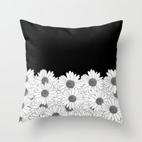 Daisy Boarder Throw Pillow