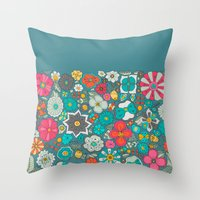 Chicles y caramelos Throw Pillow