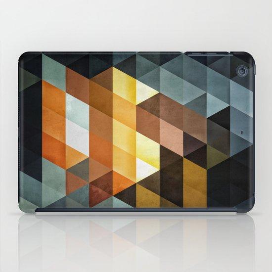 gyld^pyrymyd iPad Case