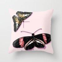Papillon rouge et noir Throw Pillow