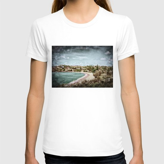 Living by the ocean T-shirt