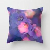 De FlowerDream Throw Pillow