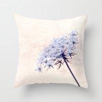 flor azul Throw Pillow
