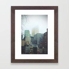 Gorilas en la niebla Framed Art Print