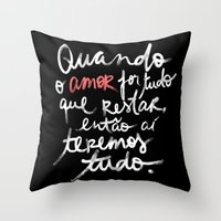 O Amor é tudo Throw Pillow