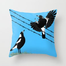 Magpies: learn to fly Throw Pillow