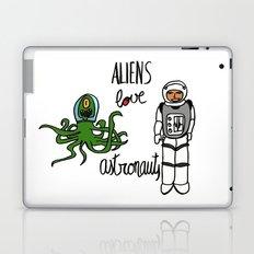 Aliens love astronauts Laptop & iPad Skin