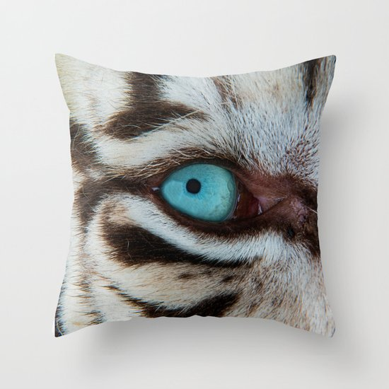 WHITE TIGER BEAUTY Throw Pillow
