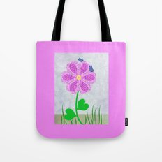 Une fleur avec deux papillons Tote Bag