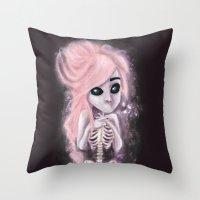 aliena skeleton Throw Pillow