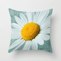 Daisy Head Throw Pillow