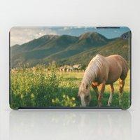 Pretty Horse Eating Gras… iPad Case