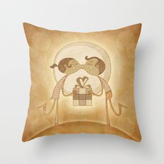 Beso2 Throw Pillow