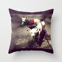 Blanca Y Lobo Throw Pillow
