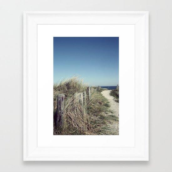 pfad zum meer Framed Art Print