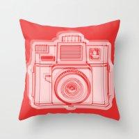 I Still Shoot Film Holga Logo - Reversed Red Throw Pillow