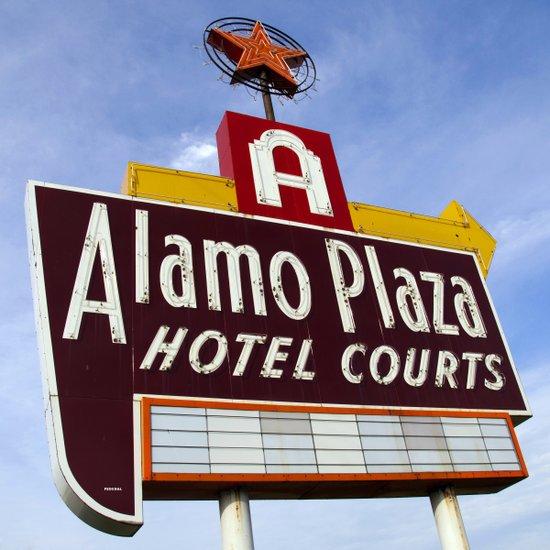 Alamo Plaza Hotel Courts (Square) Art Print