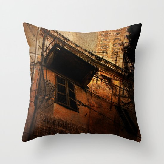 vétuste Throw Pillow
