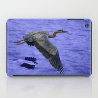 Great blue heron in fly iPad Case