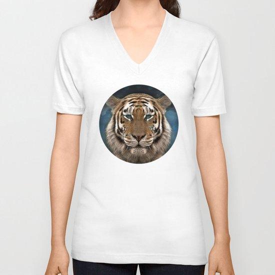 Sumatra and tiny V-neck T-shirt