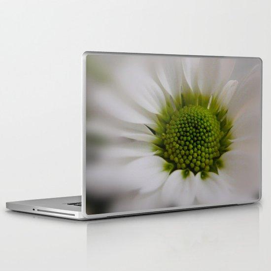 White Marguerite Laptop & iPad Skin