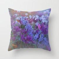 happy flower dream Throw Pillow
