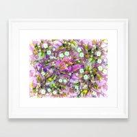 La Distracción Púrpura Framed Art Print