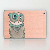 Owl wearing glasses II Laptop & iPad Skin
