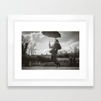 Despegando Framed Art Print