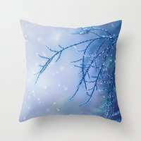 gasps of air Throw Pillow