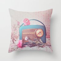 Vintage Radio. Throw Pillow