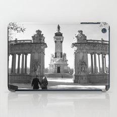 Couple at Madrid monument iPad Case
